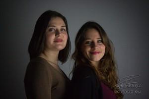 Photo portrait de profil deux sœurs
