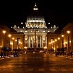 Photo nocturne du Vatican à Rome