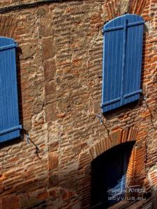 Volets briques dans le vieux Albi