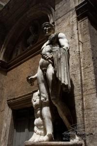 Photo statue dans le centre historique de Rome