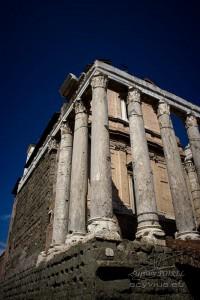Photo temple d'Antonin et de Faustine à Rome