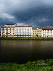 Photo rives du fleuve Arno à Florence