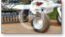 Reportage vidéo sur test pour limiter la formation des trous sur les chemins